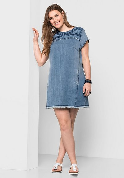 Jeanskleid mit Stickerei - light blue Denim - 40