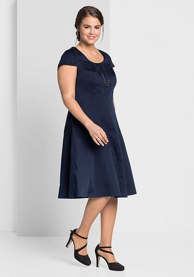 Cocktailkleid in Bahnenform - marine - 44