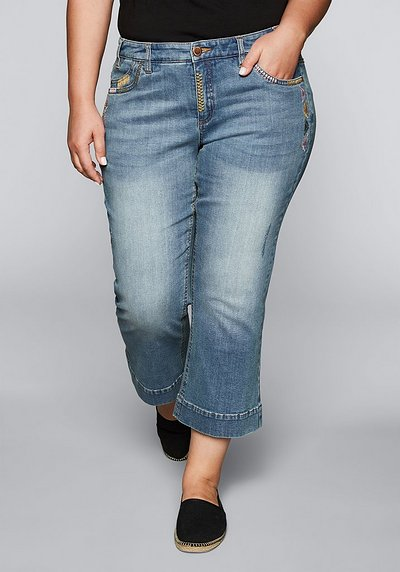 Bootcut-Stretch-Jeans in 7/8-Länge - light blue Denim - 44