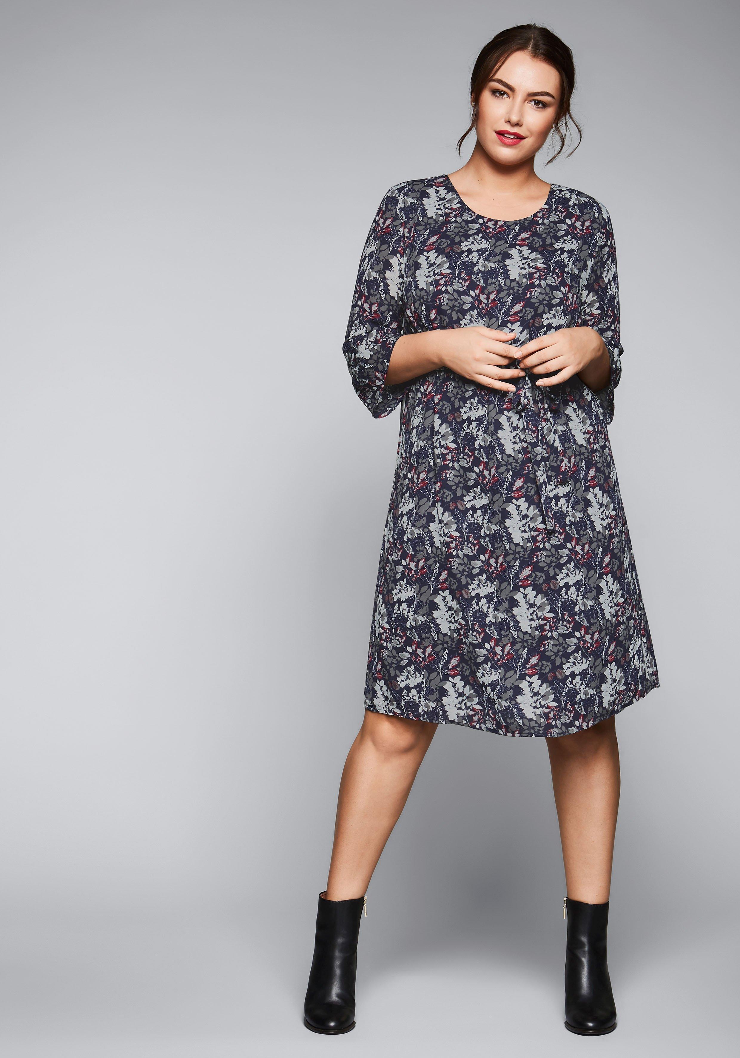 Große Größen: Kleid mit Blätter-Druck, marine bedruckt, Gr.44-58