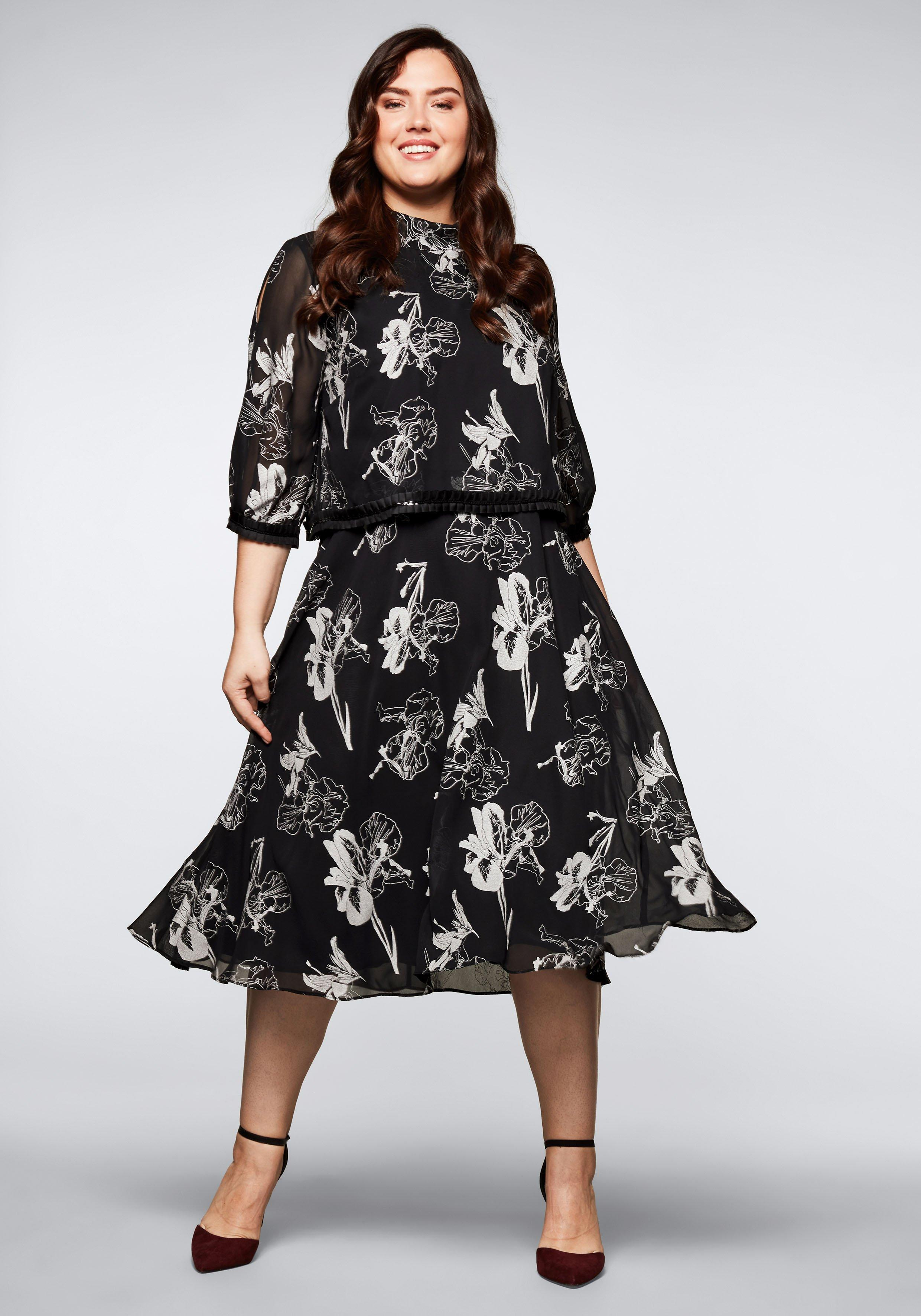 Große Größen: Abendkleid mit silberfarbene...