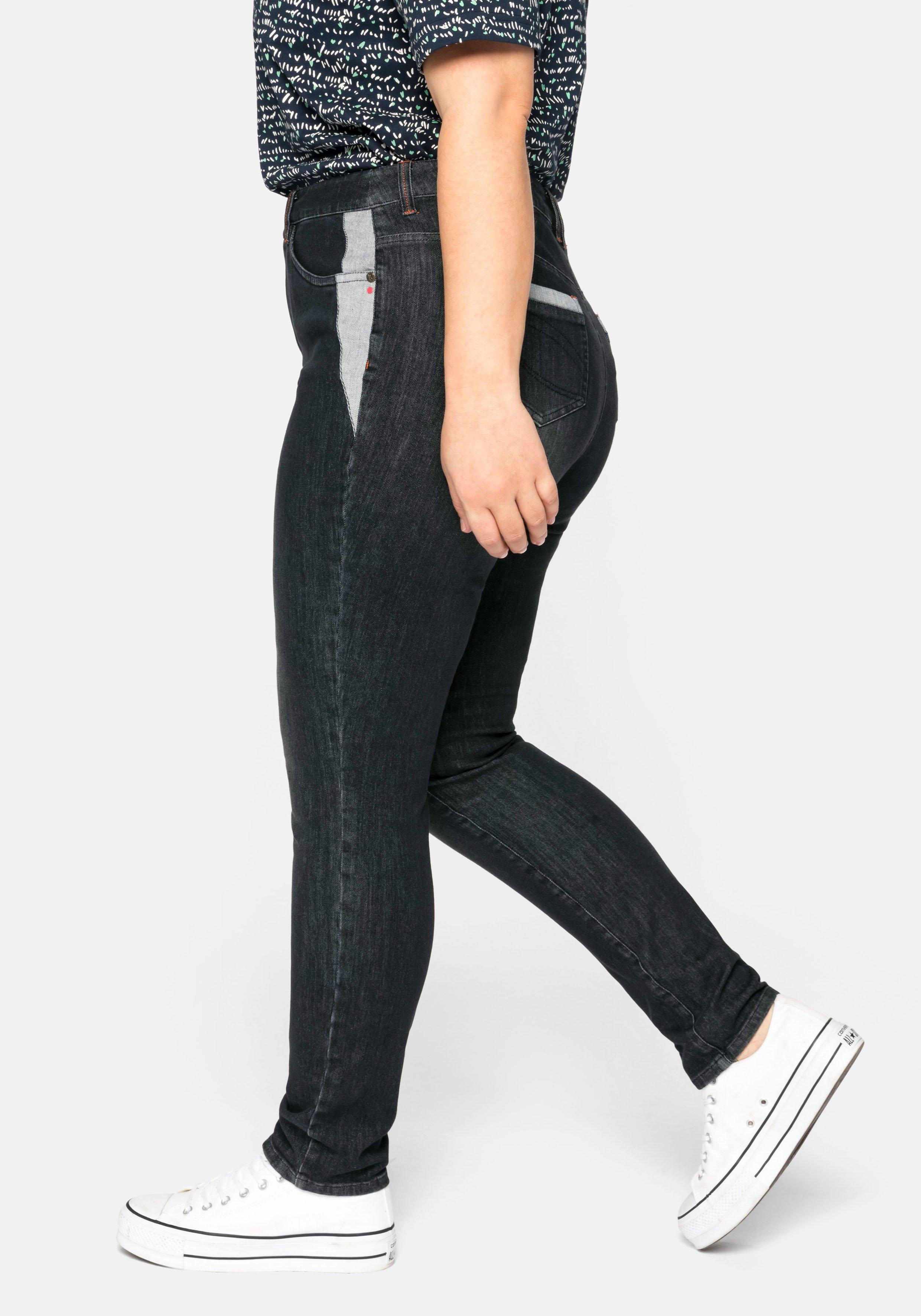 sheego Schmale Jeans mit Kontrasteinsätzen an den Taschen, black Denim, ✓ |  sheego ✓ Günstig & Schnell einkaufen